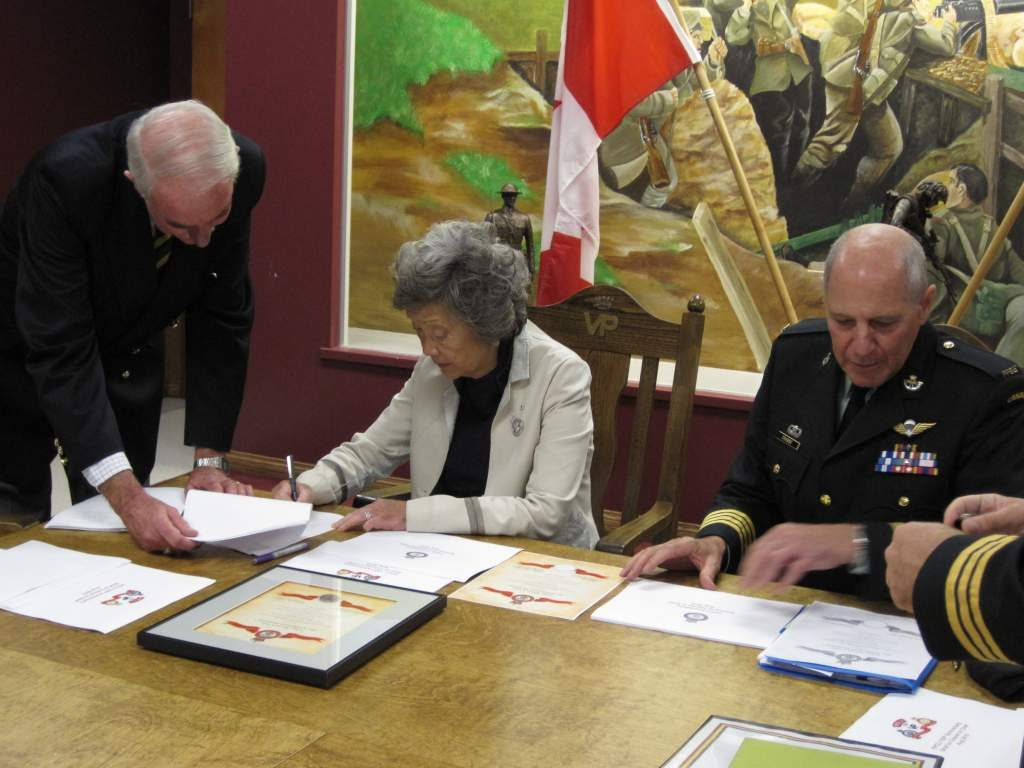 Madame Adrienne Clarkson witnesses the signing of the Foundation's Deed of Trust